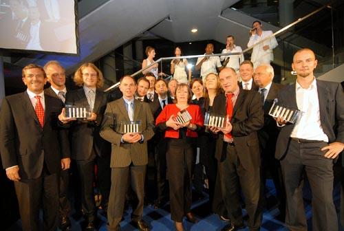 Die Gewinner des Journalistenpreises zusammen mit der Jury. (Foto: Etzkorn)